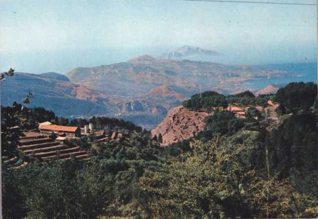 Vista panoramica della fattoria a Monte Faito